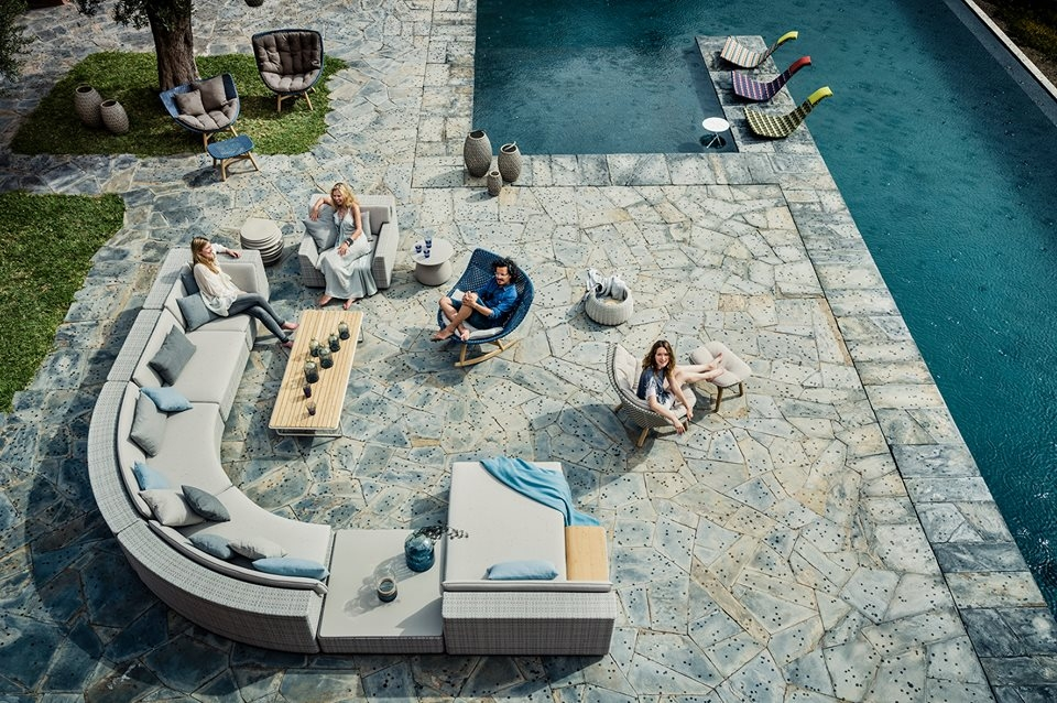 Combining traditional Dedon craftsmanship with fresh innovations in cushion technology, weave and material mix, The LOU lounge system takes outdoor lounging to a whole new level. Designed by TOAN NGUYEN, a master of modular systems, LOU was conceived from the ground up as a series of overlapping horizontal strata, with armrests defined by a subtle relief in the woven structure of the seat