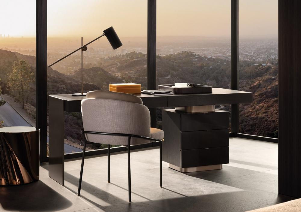 Writing desk CARSON - designer RODOLFO DORDONI; chair FIL NOIR - designer CHRISTOPHE DELCOURT
