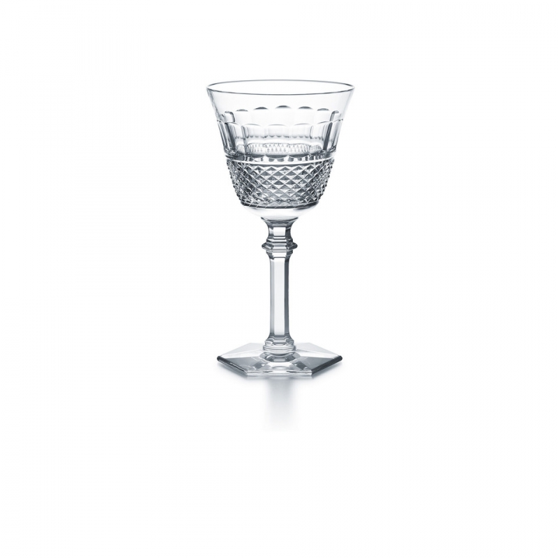 THOMAS BASTIDE's stylish clear crystal DIAMANT collection draws inspiration from Baccarat heritage in reviving the charm of the pointed diamond cut to complement the slender, graceful forms of this glass. The glass is shaped in a glittering display of Baccarat craftsmanship. The striking design stands out as a timeless Baccarat classic. The collection comprises glasses in four sizes and a champagne flute as well as a set of three matching tumblers.