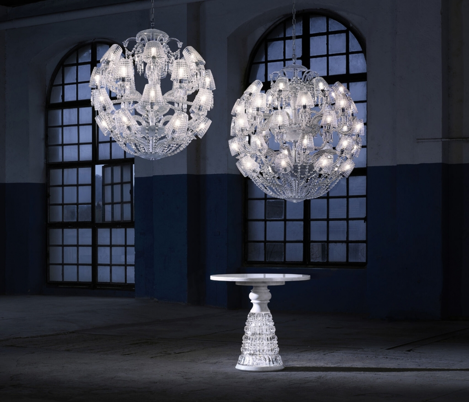 LE ROI SOLEIL chandelier by MARCEL WANDERS Studio. This majestic chandelier, a contemporary twist of the iconic Zénith chandelier, is revealed under a new light thanks to its current and timeless spherical figure. Cabled arms in the grand tradition of glassmaking and its round shape-cut curved crystal lampshades have been specifically conceived to draw a perfect spherical shape. Spiked prisms, festoons of octagons and scrolls come adorning this 40L chandelier. A red crystal octagon represents the Baccarat signature and is linked to a spiked prism signed by MARCEL WANDERS Studio. Chandelier ompatible with chains and canopies for 36-48L chandeliers.