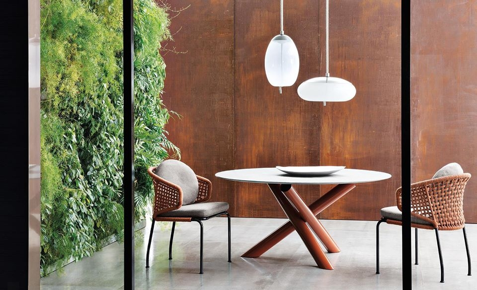A table VAN DYCK whose sculptural design has made it an icon of Minotti style is now available in an outdoor version with an intriguing assortment of materials. The characteristic base made of welded metal tubes comes with a glossy painted finish in the following colours: clay, sunflower, rust and khaki green. The round top with contoured edges is available both in pietra del cardoso stone and silver beola stone - designer RODOLFO DORDONI