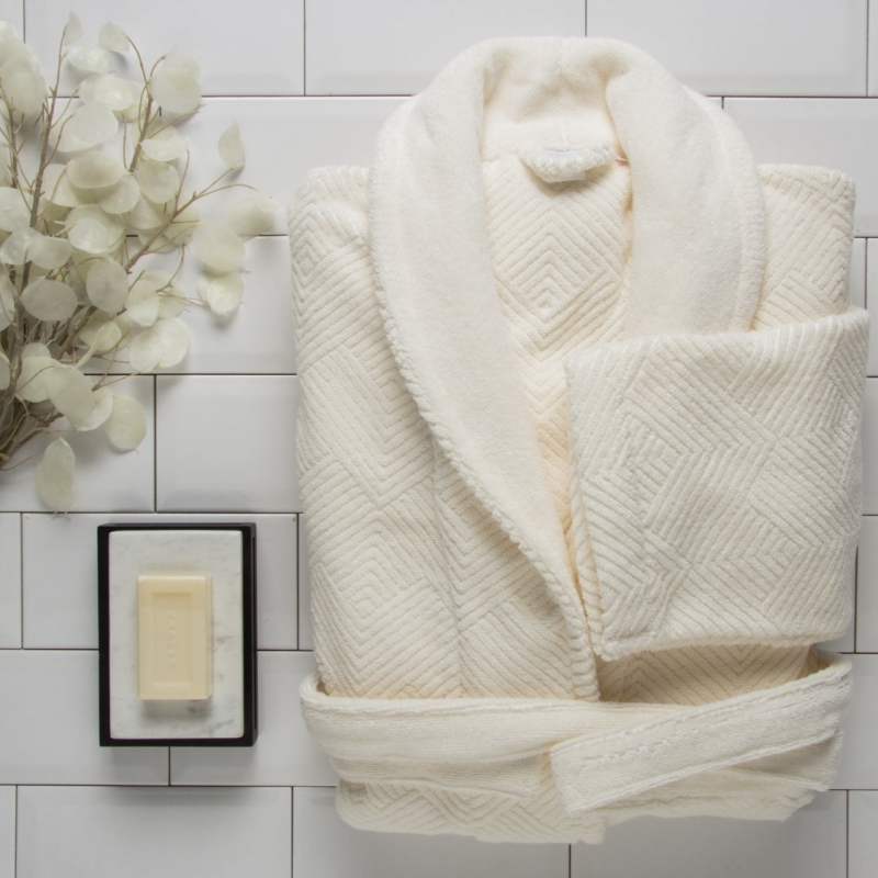 FRETTE BATHROBES ARE CREAFTED IN SOFT JACQUARD TERRY AND RICH VELOUR, THEN CAREFULLY PIECED AND SEWED INTO HANDSOME BATHROBES THAT ARE HIGHLY ABSORBENT, INDULGENTLY SOFT, LUXURIOUSLY THICK AND TERRIBLY TEMPTING