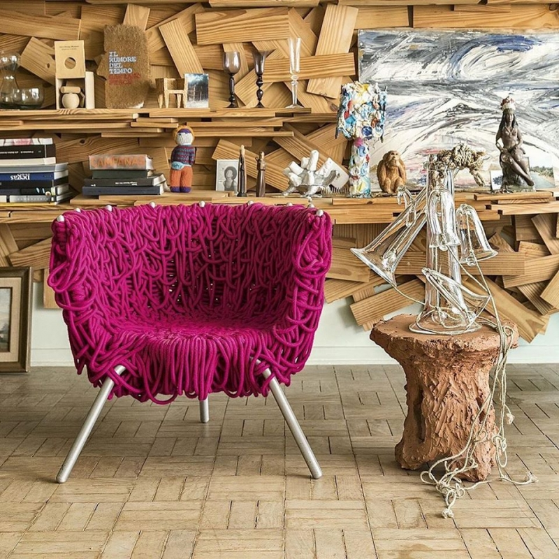 VERMELHA CHAIR BY CAMPANA BROTHERS.THIS IS WHAT HAPPENS WHEN OVER 1,600 FEET OF ROPE WRAP AROUND A METAL FRAME TO PROVIDE PADDING AND CUSHION.