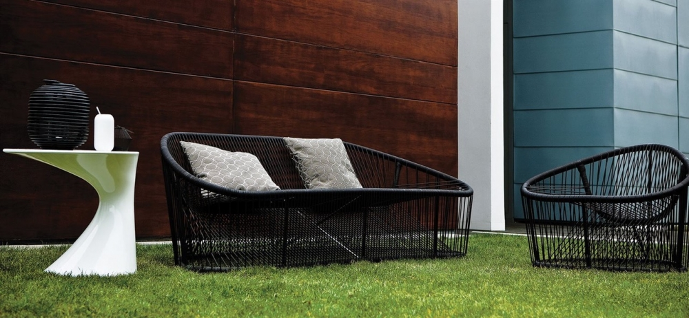 An important position in the outdoor collection is held by the CLUB sofa and small armchair designed by PROSPERO RASULO 2008. Their internal structure is in painted steel (suitable for outdoor use) and woven pvc rod with reinforced nylon.