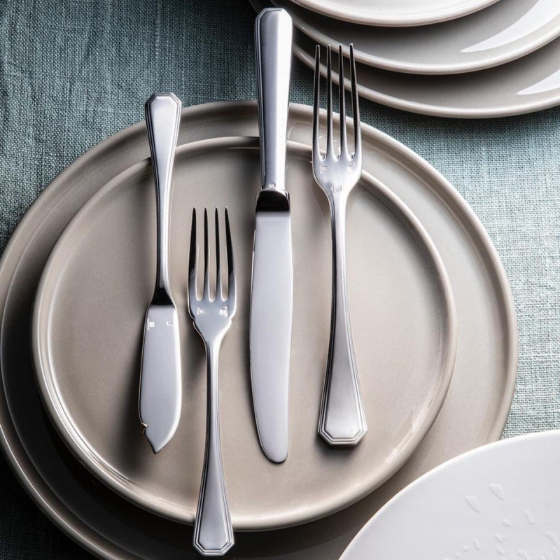Cutlery collection AMERICA. Created in 1933 by the designer Luc Lanel, the America table cutlery collection is a typically Art Deco model. With its cut sides, its stepped molding and its drawn angles, the America model opts for a clean graphic line, characteristic of the architectural movements of this period.