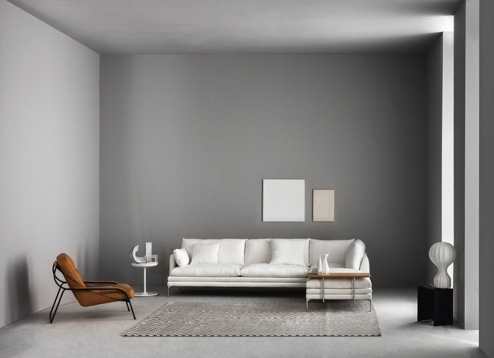 WILLIAM  SOFA BY DAMIAN WILLIAMSON 2010.THE WILLIAM SOFA IMMEDIATELY CAUGHT THE ATTENTION OF THE PUBLIC, BECOMING A CONTEMPORARY BEST SELLER. A COMBINATION OF ELEGANCE AND SIMPLICITY AND ITS SOBER LINES ADAPT TO ANY TYPE OF ROOM.