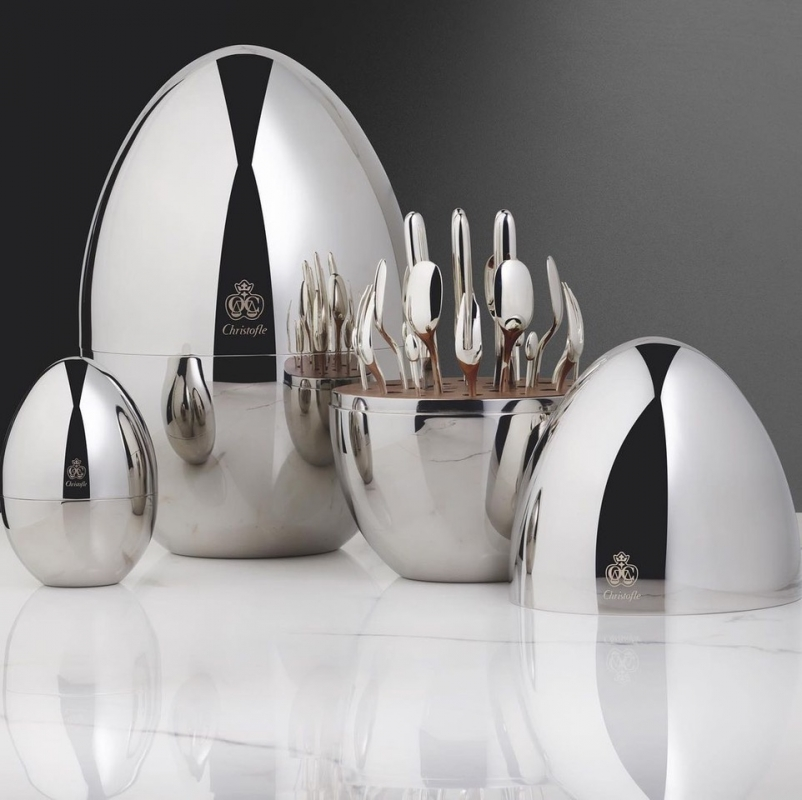 A decorative piece with a compact shape, MOOD by Christofle is a streamlined, comtemporary and universal statement, in a silver-plated service for six. MOOD by Christofle brings to the table the promise of conviviality and moments to remember