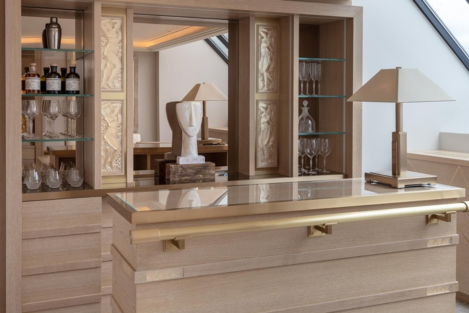 LALIQUE SUITE'S BAR by PATRICK HELLMANN at PRINCE DE GALLES HOTEL, PARIS,WHICH FEATURES BEAUTIFUL LALIQUE CRYSTAL PANELS, INCLUDING THE PANEL