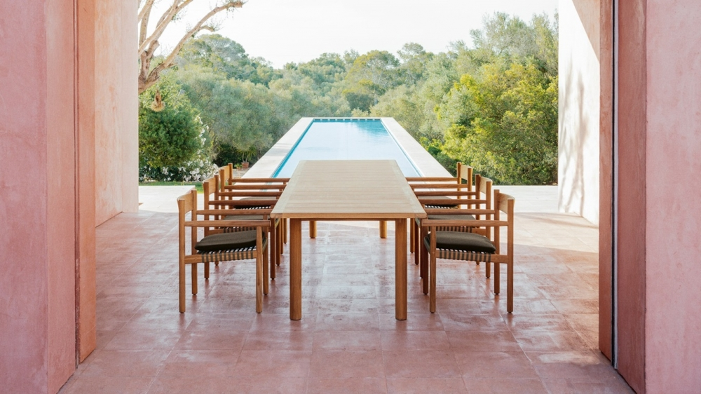 TIBBO collection by EDWARD BARBER and JAY OSGERBY. First time Dedon has released a whole line in teak timber. The pieces feature a distinctive, elegant, and pure design throughout, unifying textiles and woven fiber to convey a timeless quality as well