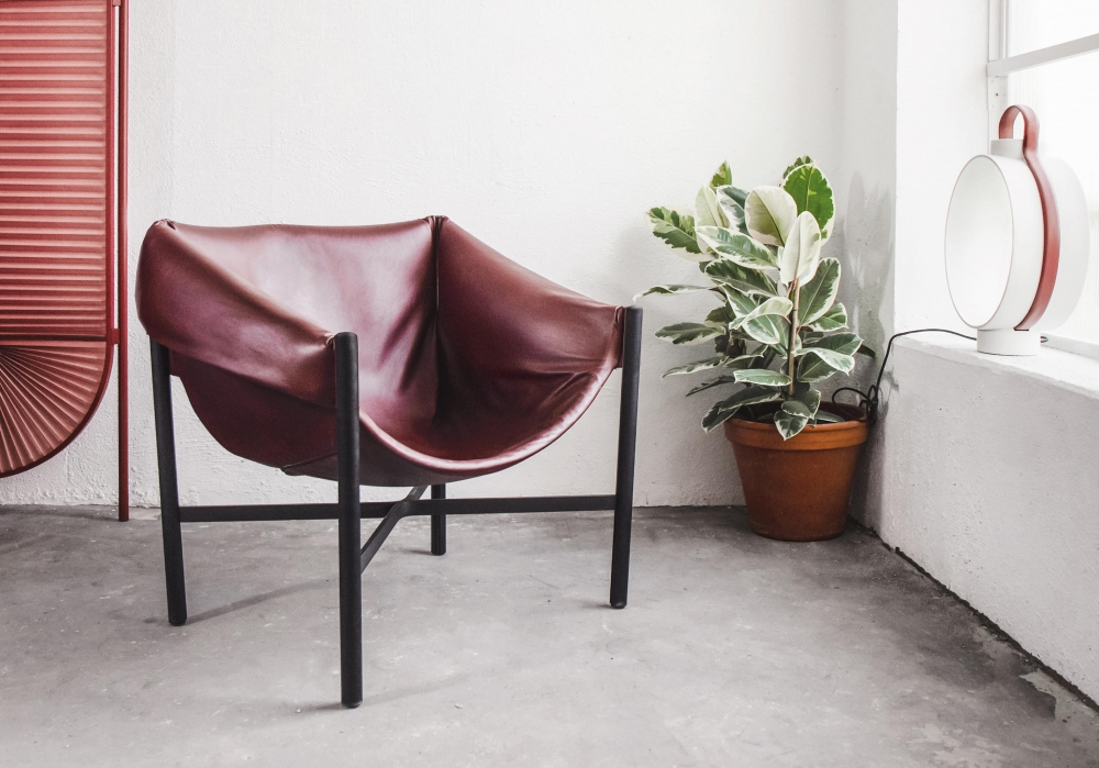FALSTAFF CHAIR BY STEFAN DIEZ -THE UNCONVENTIONAL WAY THE SEAT IS FIXED TO THE TUBULAR FRAME IS CAREFULLY STUDIED IN ALL DETAILS. THE CHAIR IS A RESULT OF LETTING THE EYE WONDER OUTSIDE THE LIMITS OF UPHOLSTERING, RESULTING IN AN OPULENT SEAT.