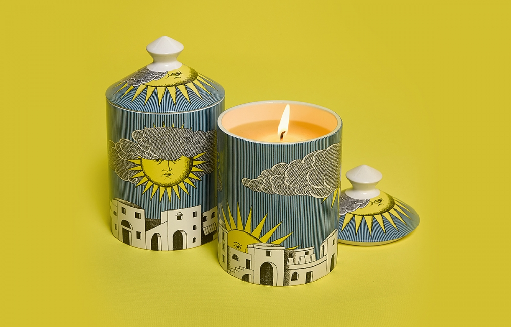SCENTED CANDLES SOLE DI CAPRI. THIS CANDLES HAS DELICATE FRAGRANCE NOTES OF LEMON, MANDARIN, BERGAMOT, PINE SAP, GALBANUM & SAMPHIRE. MADE FROM 100% VEGETABLE WAX FREE FROM PESTICIDES AND ALLERGENS