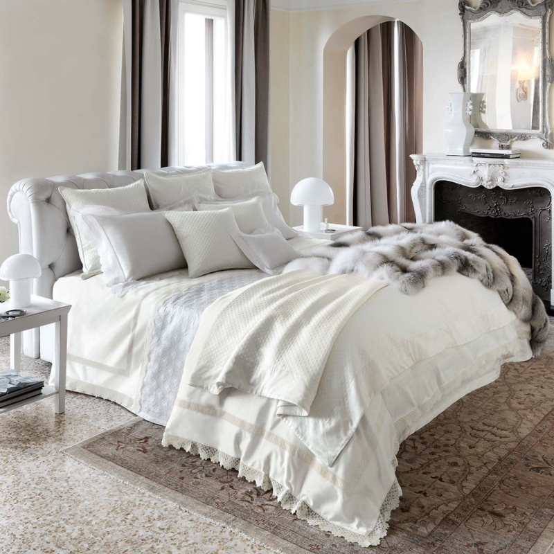 DUVET COVERS BECKON WITH WHISPERY PALE TONES, VIBRANT COLORS, SOPHISTICATED PATTERNS, AND EXOTIC, PAINTERLY DESIGNS THAT INVITE YOU TO TRANSFORM YOUR ENVIRONMENT BASED ON YOUR MOOD
