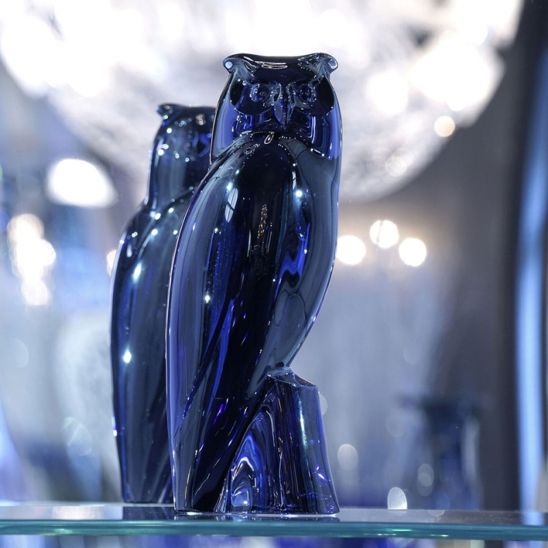 The EAGLE-OWL, a majestic sculpture of light, is a new addition to the Baccarat animal collection. A symbol of wisdom and intelligence, the EAGLE-OWL is Europe's largest nocturnal bird of prey. Designed by the Czech sculptor JAN TESAR and crafted by the manufactory's artisans from a massive block of crystal, the night bird takes on the Midnight blue colour of twilight. A feat of technical prowess, the sculpture is dramatic in size to reflect the bird's inner strength. With a remarkable silhouette and piercing eyes, it sublimely enhances every surrounding with its glowing presence. An exceptional piece for collectors. Price €7,200