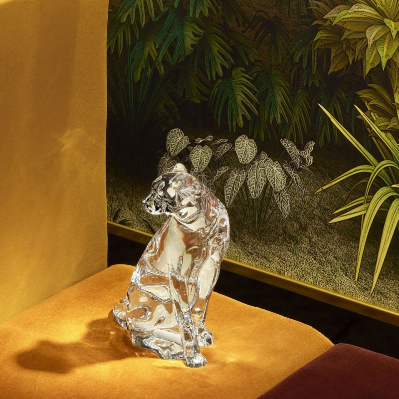 CHEETAH ON THE WATCH. The crystal sculpture of this symbolic animal is an original and elegant creation. Ideal for animal lovers, it movingly embodies the values of bravery, strength and power. Price €2,700