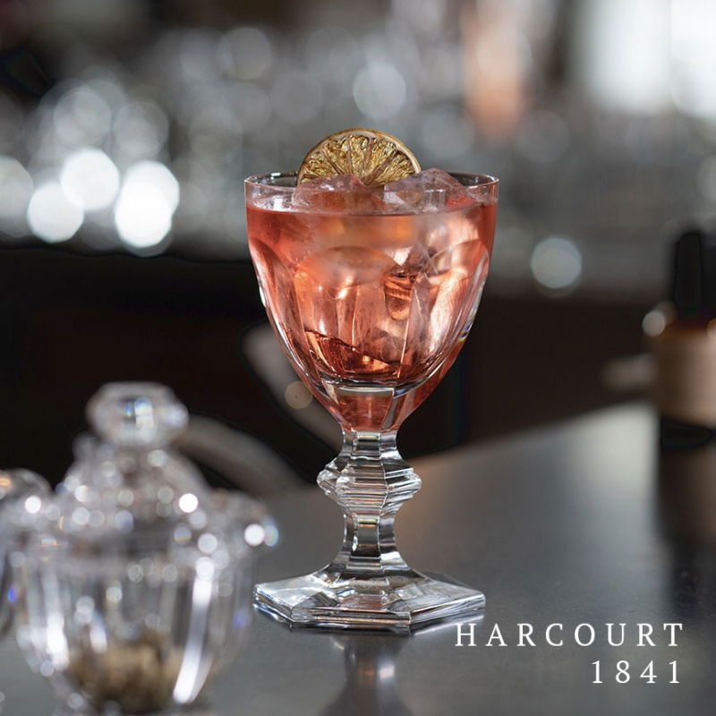 The HARCOURT 1841 collection, the oldest in the Baccarat archive, is reputed for its iconic design. Created in 1841, HARCOURT stemware has been chosen by historical icons.