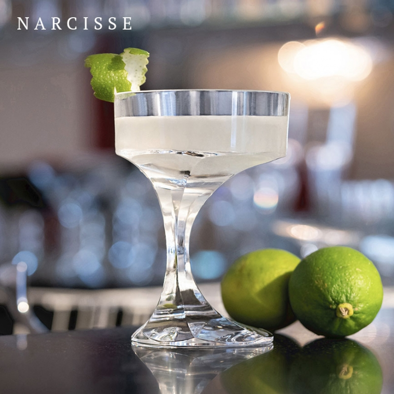 NARCISSE champagne coupe. A sculptor and furniture designer, BORIS TABACOFF imagined the NARCISSE set back in 1971. The glass add a sublime touch to the most original dinner table with its timeless design.