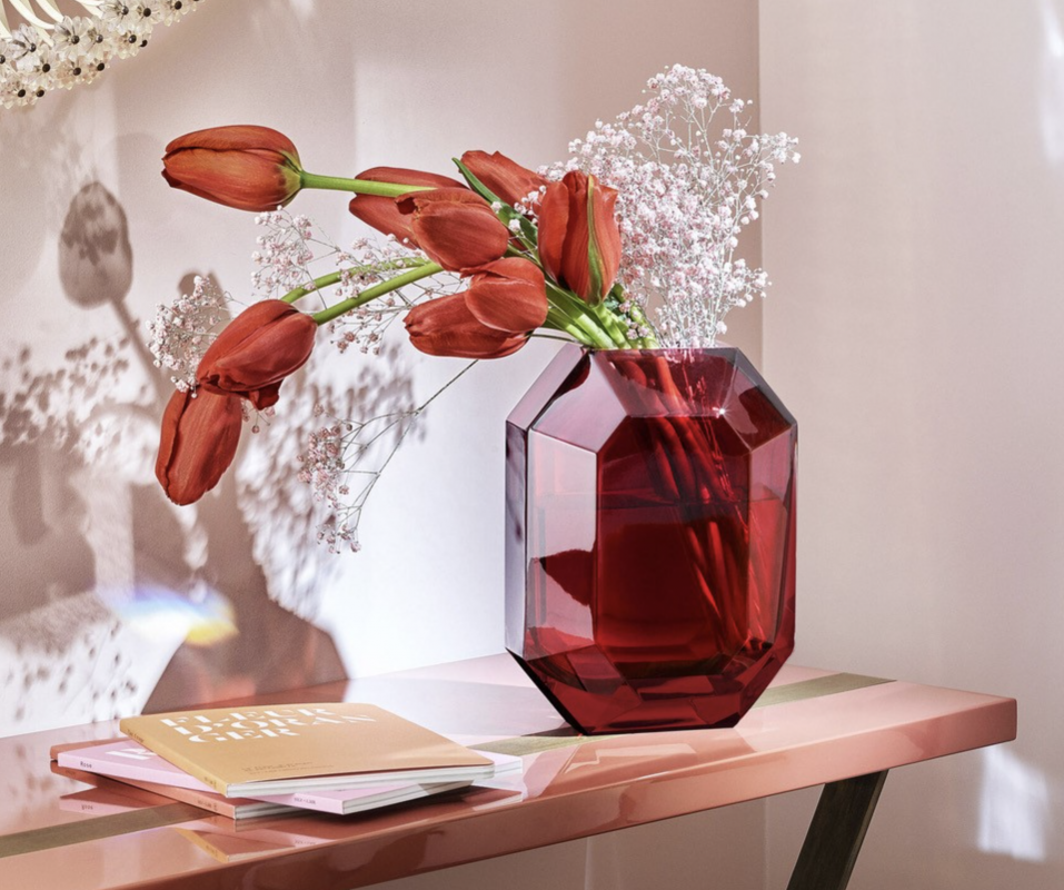 Like a delicately cut precious stone, the Baccarat OCTOGONE vase is a true gem. The signature Baccarat octagon from its chandeliers has been reinvented as a stunning vase. Its clear-cut lines, corners and curves beautifully reflect the surrounding light, showcasing fresh-cut flowers beautifully. Designer THOMAS BASTIDE has created an eye-catching delight in vibrant red. Its elegant style warms up your home and adds a special flair to contemporary home décor. Price from €950 to €1,500.
