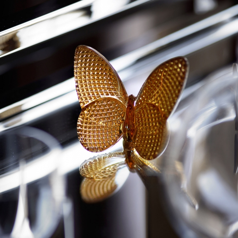PAPILLON lucky butterfly DIAMOND. A small and precious lucky-charm object, the Baccarat butterfly gilded with fine gold features a diamond cut giving brilliant reflections of light. Price €200