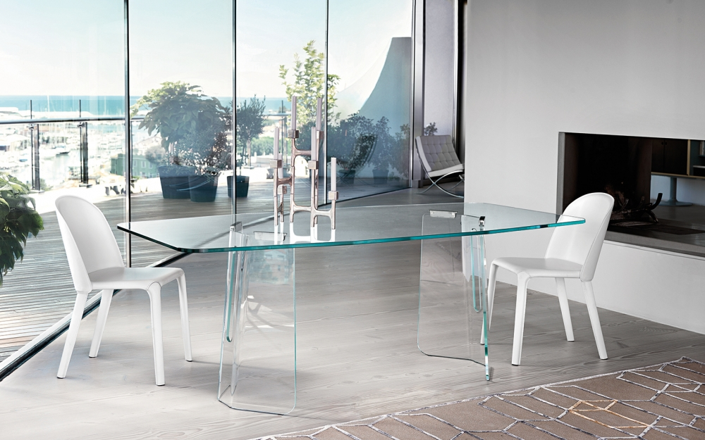 PLIĒ TABLE IN CURVED GLASS BY STUDIO KLASS