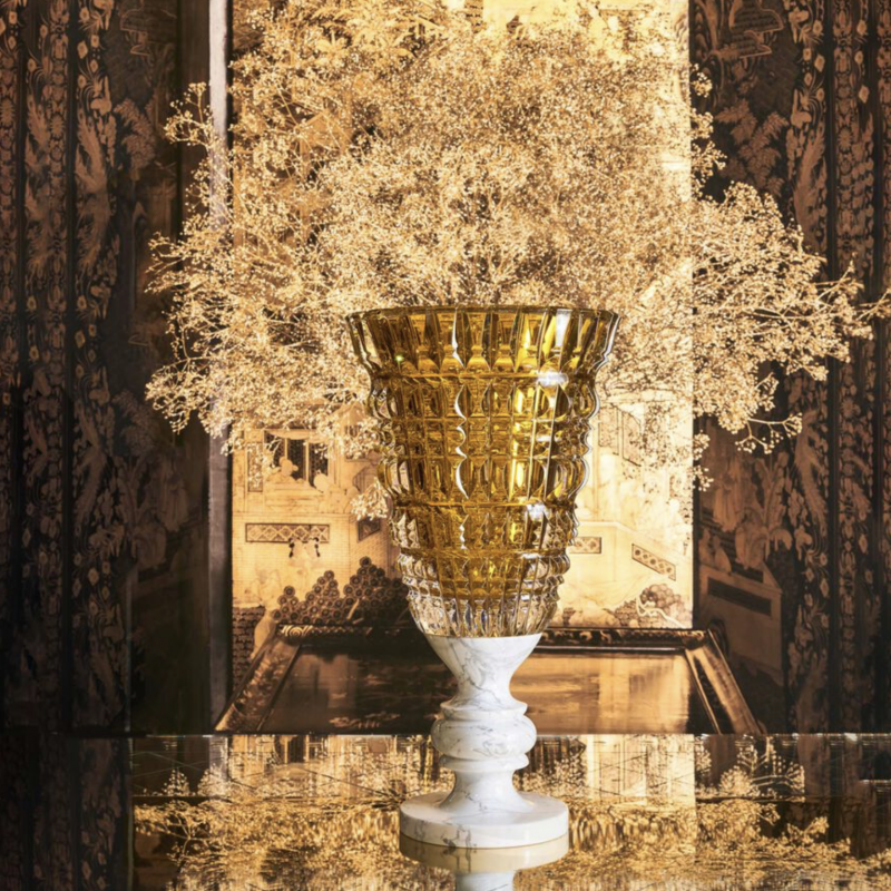 The NEW ANTIQUE VASE by MARCEL WANDERS STUDIO, unveils a magnificent and beguiling version through which the star designer expresses a taste for the Baroque, for monumental pieces and flamboyant gilding.