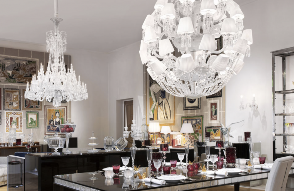 LE ROI SOLEIL CHANDELIER by MARCEL WANDERS STUDIO. This majestic chandelier, a contemporary twist of the iconic ZÉNITH CHANDELIER, is revealed under a new light thanks to its current and timeless spherical figure. Chandelier ompatible with chains and canopies  24 and 48L chandeliers.