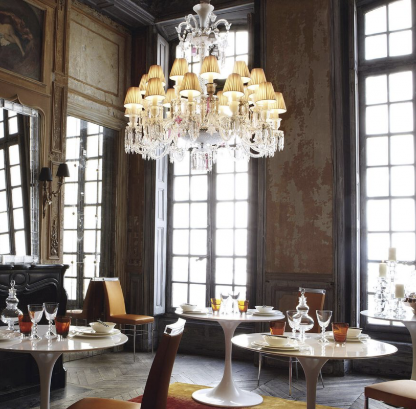 ZÉNITH FLOU, JE TE VOIS FLOU chandelier by PHILIPPE STARCK. Available in 2 Sizes and the number of lights ranges  from 6 to 24.