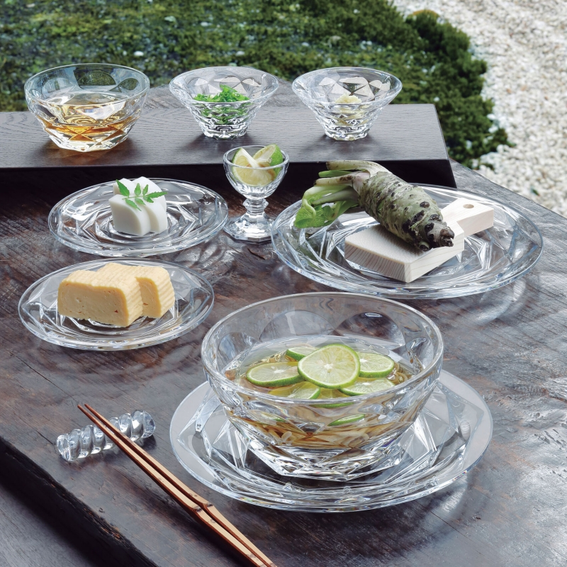 SWING plates, bowls, cups, chopstick holders. The collection makes all your wishes for a perfect brunch come true.