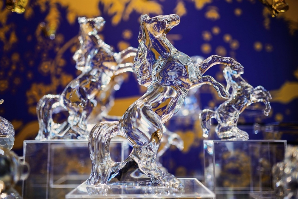 On the occasion of the bicentenary of the death of Napoleon I, rediscover the MARENGO HORSE, an exceptional piece designed by ALLISON HAWKES for Baccarat and inspired by history. Price from €2,700 to €3,200