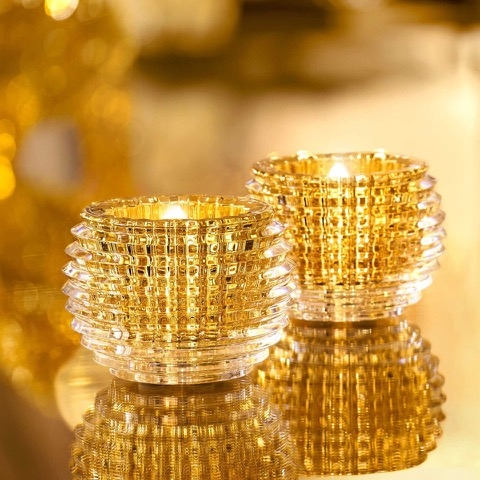 The EYE candle-jar in Baccarat crystal exudes an extraordinary play on light thanks to the exceptional cut.