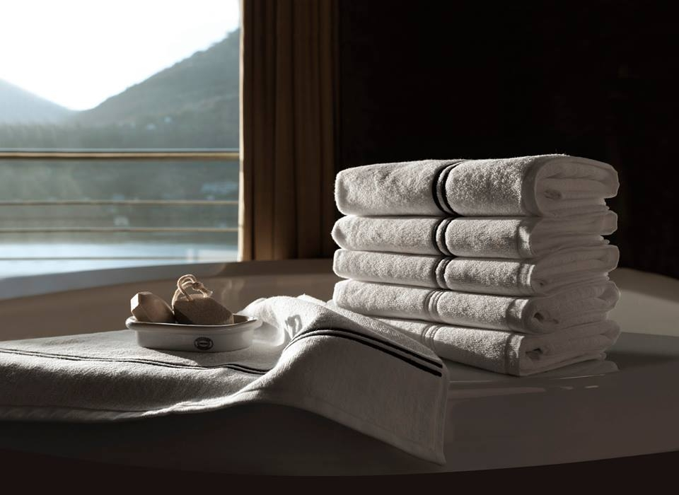 CONTEMPORARY OR CLASSIC, SIMPLE OR ELABORATE, FRETTE BATH TOWELS FEATURING THE ICONIC JACQUARD PATTERN, FINE EMBROIDERY DETAILS OR BOLD BORDERS CAN SATISFY EVERY DESIRE