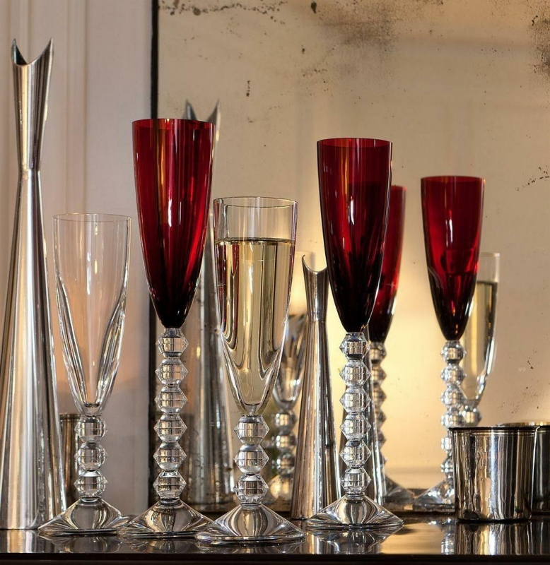 Sleek and modern, the VEGA champagne flute collection was created for Baccarat by design duo SAVINEL & ROSE. The pure and clean bowl contrasts with an angular and tactile stem. The result of this union is a beautiful glass that is as nice to hold as it is to look at.